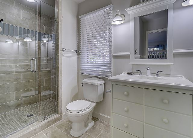 Main Floor Guest Suite Full Bathroom