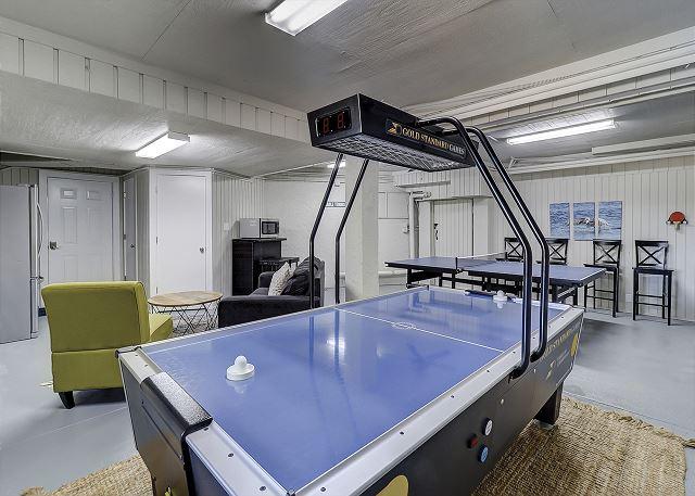 Garage Game Room - Air Hockey & Ping Pong
