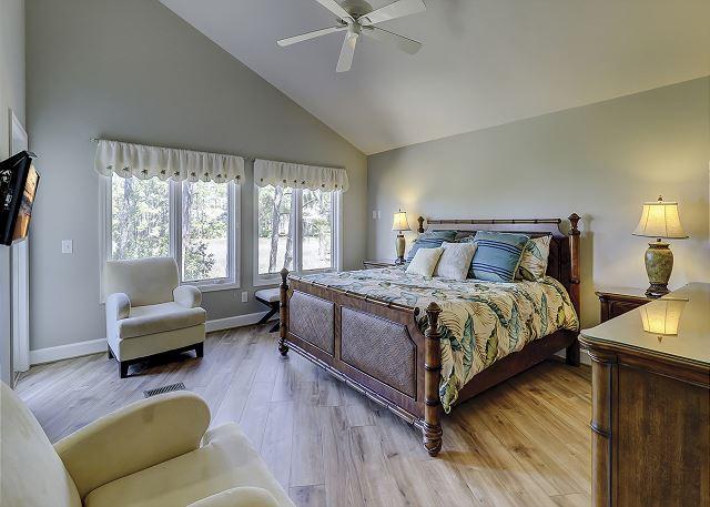 Main Floor King Suite