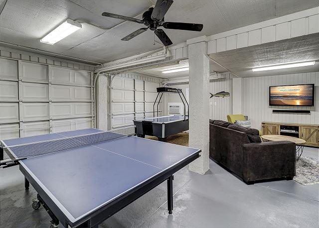 Garage Game Room - Ping Pong & Air Hockey