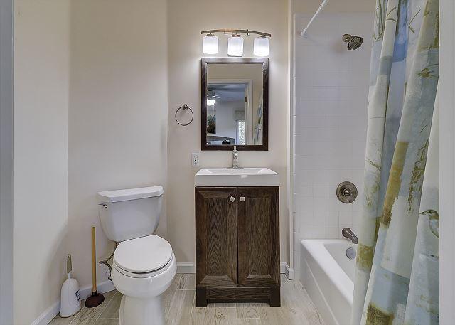 Lower Level King Suite Full Bathroom
