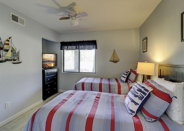 Lower Level Guest Bedroom - 2 Twins