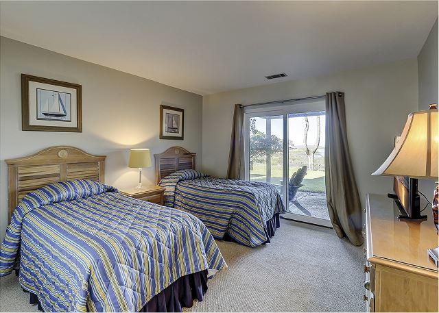 1st Floor Guest Bedroom - 2 Twins - 2 Twins