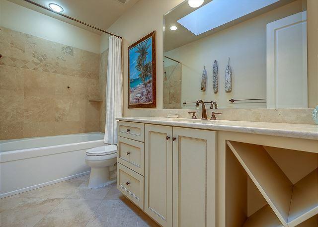 2nd Floor Suite Full Bathroom