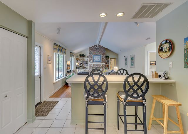Kitchen Breakfast Bar - Seats 4