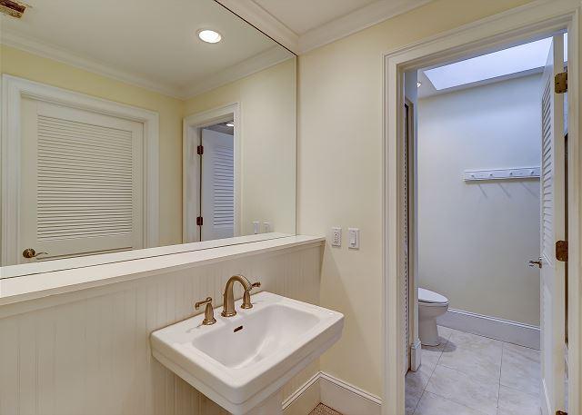 2nd Floor King Suite Full Bthroom