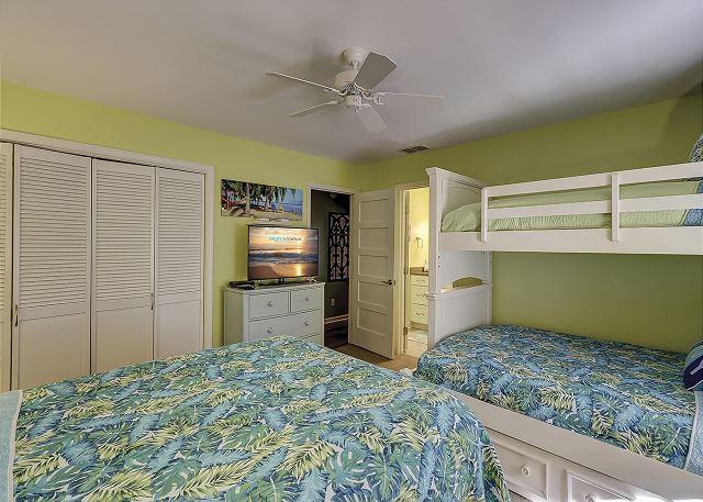 Guest Suite- 1 Twin over 1 Double Bunk & 1 Queen - Sleeps 5