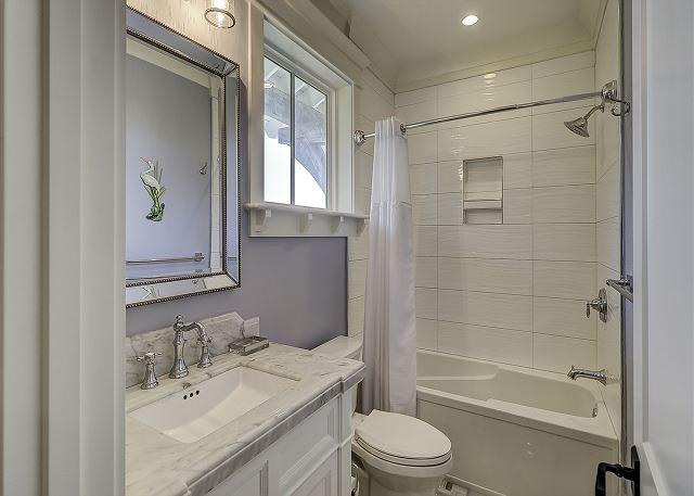 2nd Floor Queen Suite Full Bathroom
