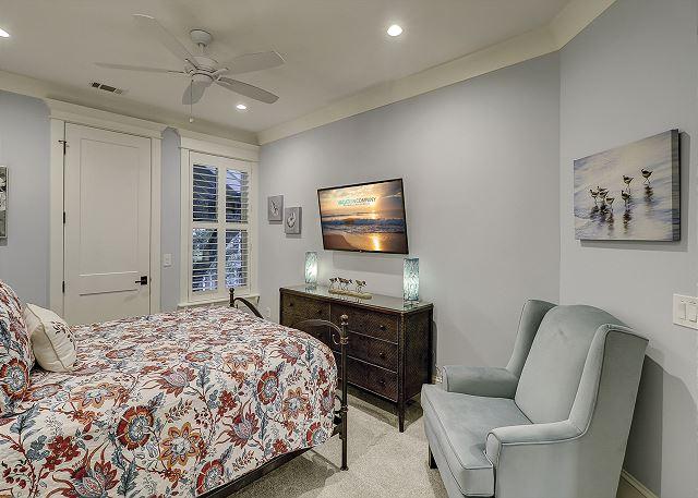 Second Level Queen Suite