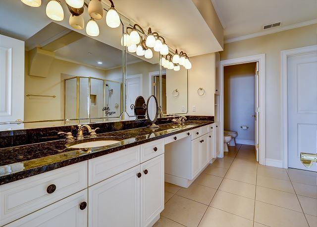 2nf Floor King Suite Full Bathroom