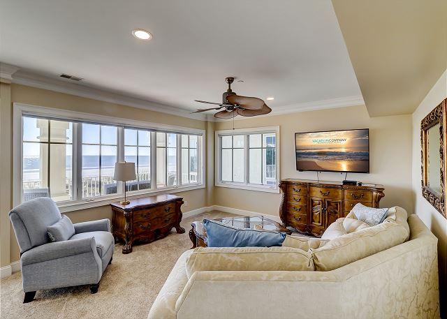 2nd Floor King Suite Sitting Area