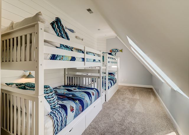 3rd Floor Bunk Suite - 4 Doubles - Sleeps 9