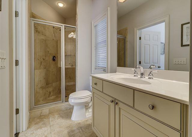 Lower Level Queen Suite Full Bathroom