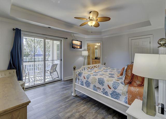 Upper Level King Master Bedroom Suite
