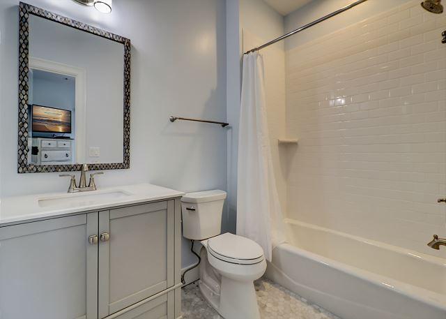 2nd Floor Queen Suite Bath
