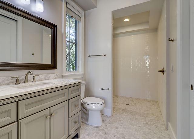 1st Floor Queen Bath with Roll-In Shower