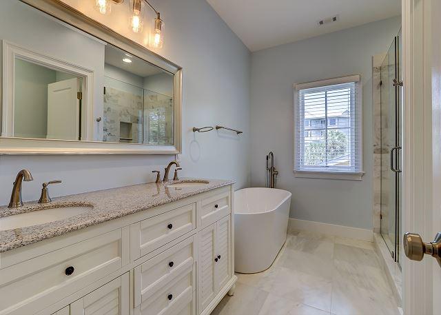 2nd Floor Master King Suite Bath