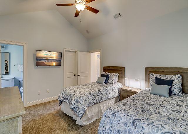 2nd Floor Twin (XLong) Suite