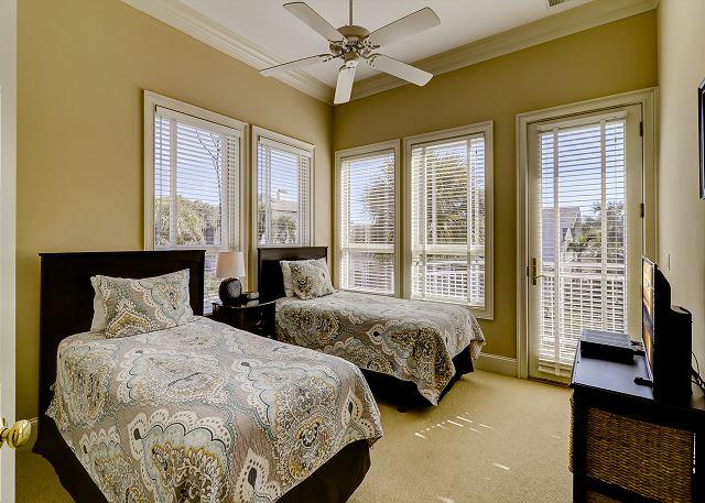 1st Floor Guest Bedroom - 2 Twins