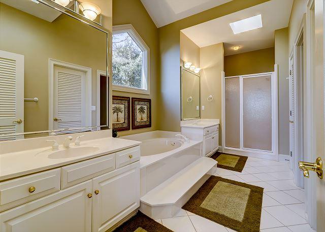 3rd Floor King Suite Full Bathroom
