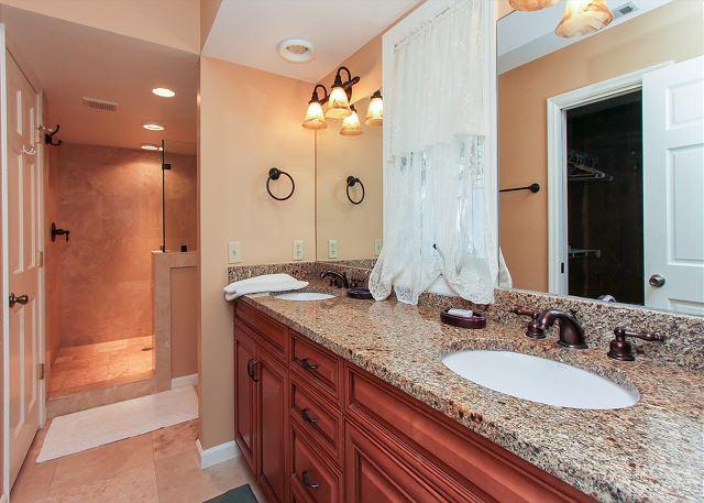 Master King Suite Bathroom