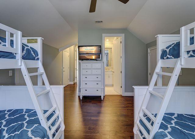 2nd Floor Guest Suite - 2 Twin, 2 Doubles