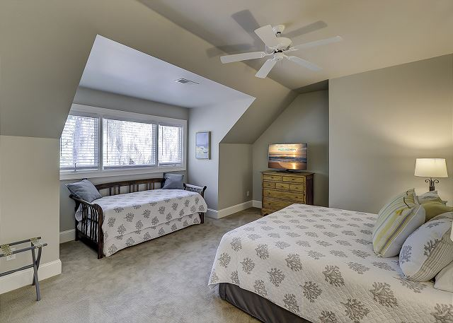2nd Floor King Suite w/ daybed & Trundle