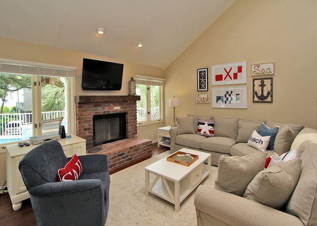 Main Living Area w/Flat Screen TV