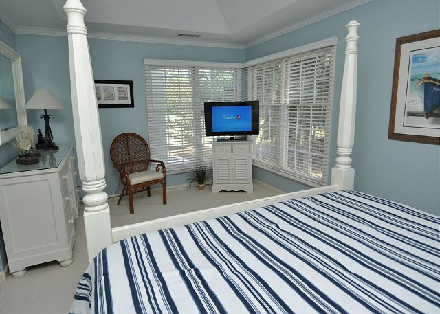 King Suite w/ Flat Panel TV