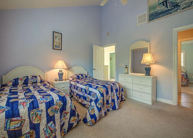 2nd Floor Guest Bedroom - 2 Twins