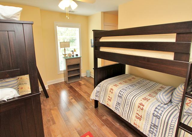 Guest Bedroom - 4 Twin Bunks