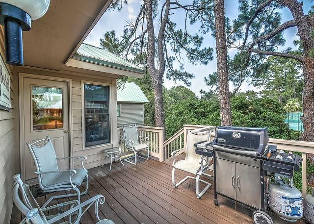 Deck & Grilling Area
