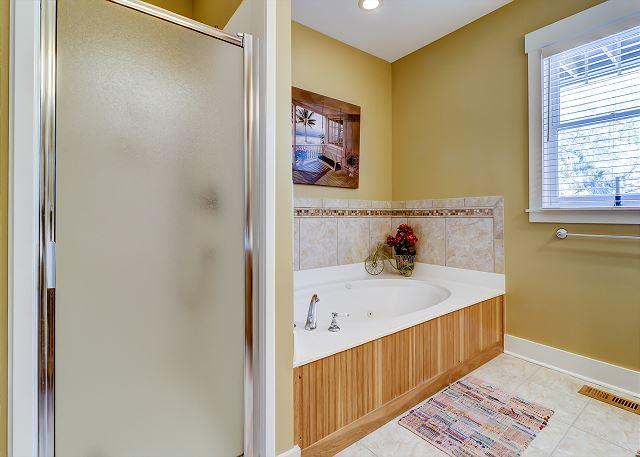 1st Floor Master Suite Full Bathroom