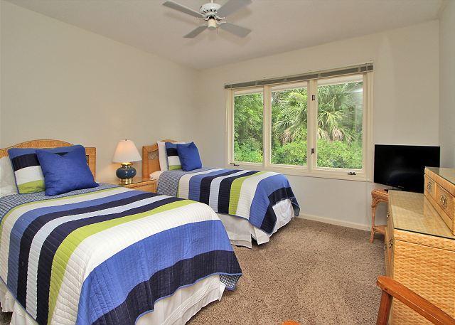 1st Floor Guest Bedroom w/ 2 Twins & Flat Panel TV