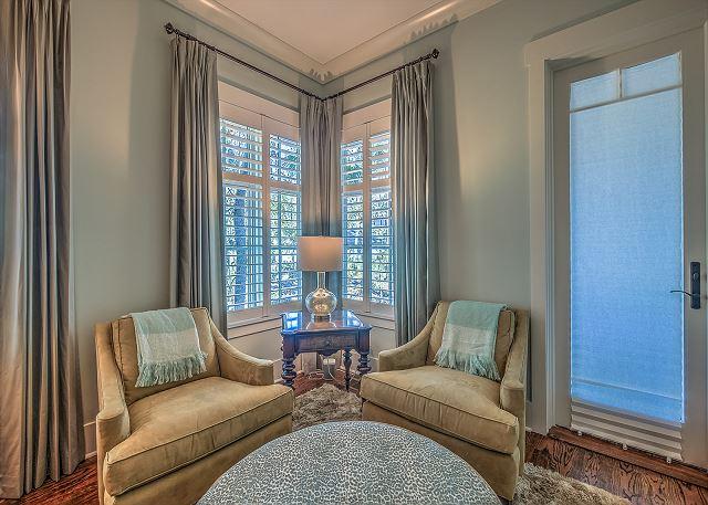 1st Floor King Suite Sitting Area