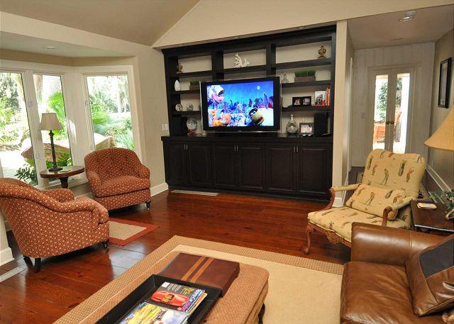 Main Living Area w/ Flat Panel TV