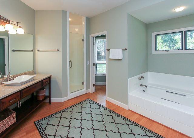 1st Floor King Suite Full Bathroom