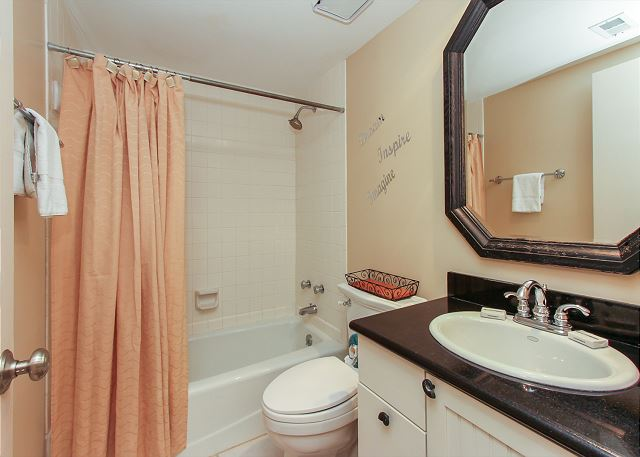 Guest Suite Full Bathroom