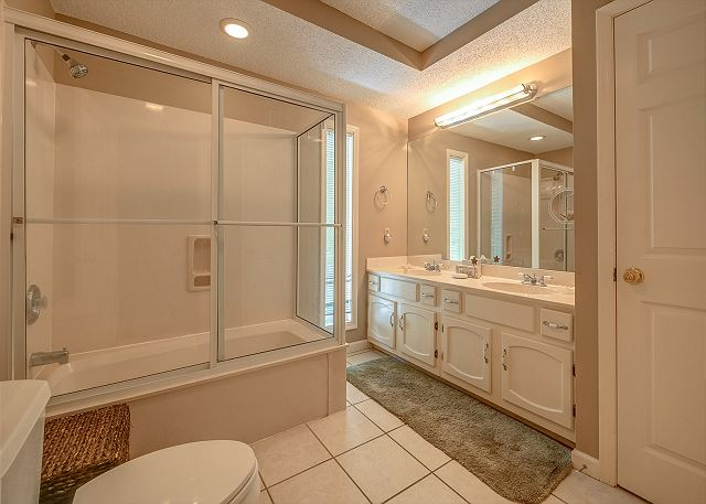 Master Suite Full Bathroom