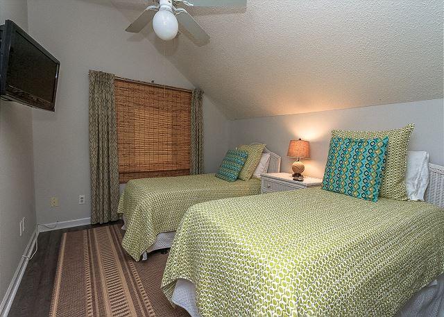 8 Osprey - 2nd Floor Guest Bedroom - 2 Twins - HiltonHeadRentals.com