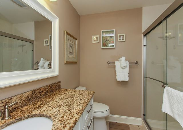 King Suite Full Bath w/ Walk In Shower