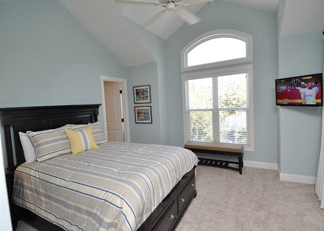 2nd Floor Queen Bedroom w/ Flat Panel TV & Private Patio