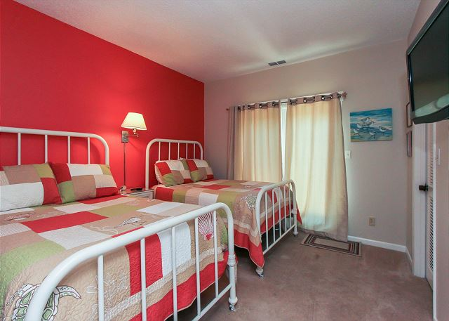 1st Floor Guest Suite - 2 Double Beds