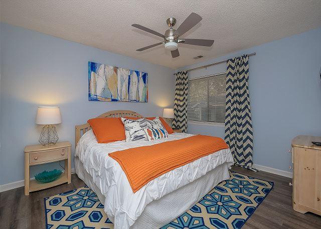 8 Osprey - 1st Floor King Bedroom - HiltonHeadRentals.com