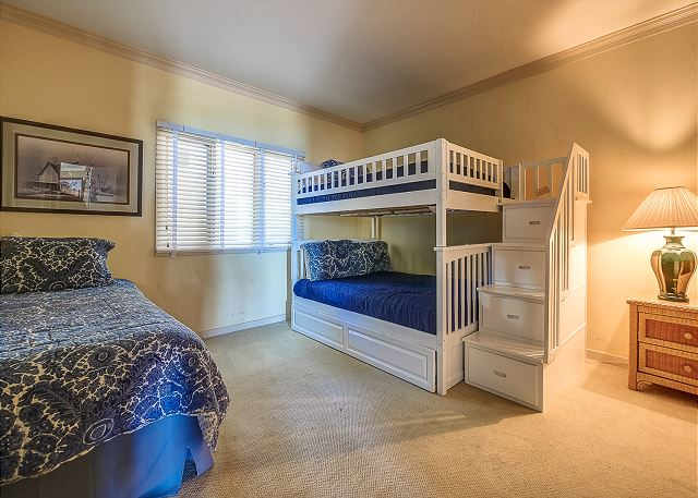 Bunk Bedroom - 3 Twins