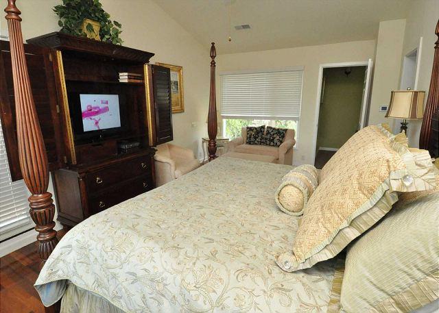 2nd Floor Master Suite - King  Bedding