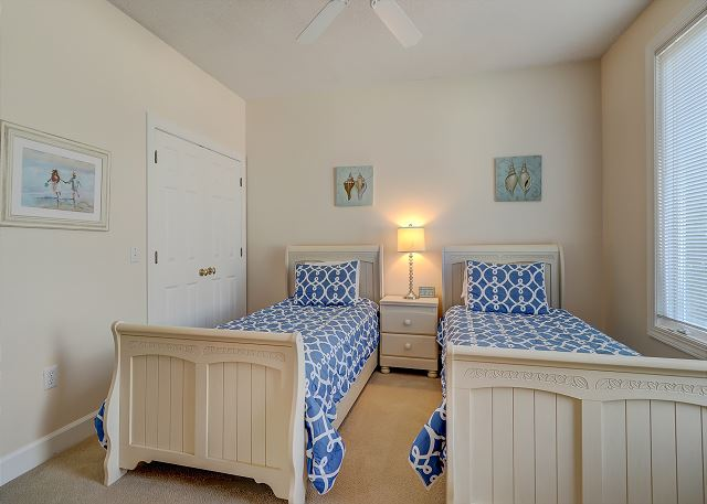 1st Floor Guest Suite - 2 Twins