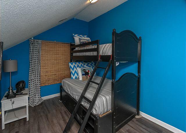 8 Osprey - 2nd Floor Guest Bedroom - Twin over Full Bunk Beds - HiltonHeadRentals.com