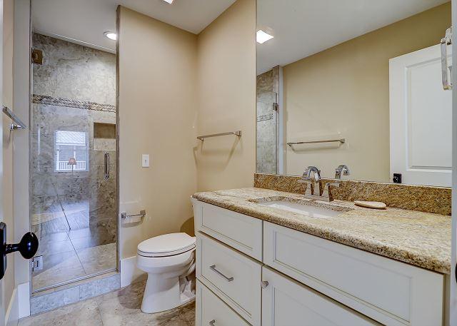 1st Floor Bunk Suite Full Bathroom