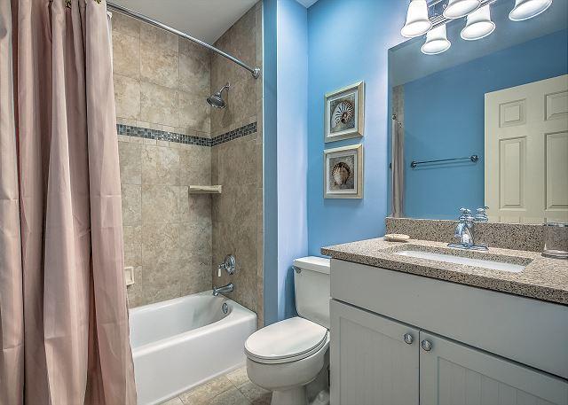 2nd Floor King Suite Full Bathroom